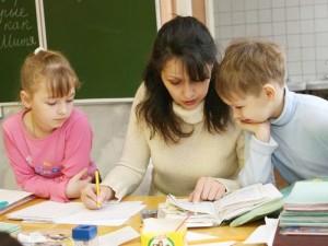 Учитель проверяет задание