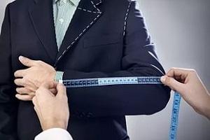 Чтобы сделать подарок мужчине — надо знать его размер одежды