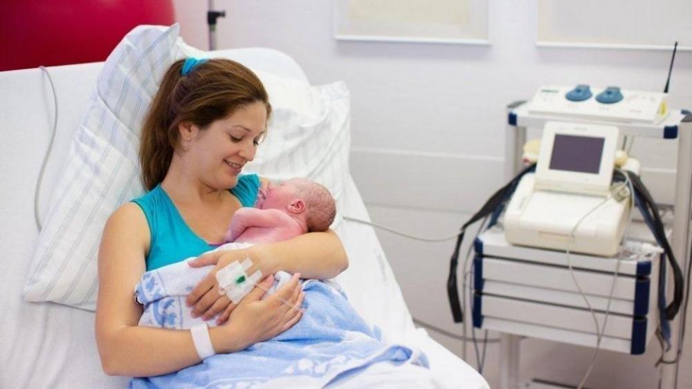 Помощь при рождении ребенка будут выдавать по новым правилам ...