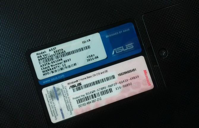 Cерийный номер на нижней части ноутбука Asus