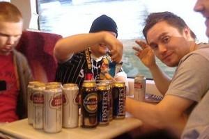 За употребление спиртного в поезде вас может оштрафовать транспортная полиция