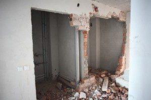 Не ломая несущие стены надо делать перепланировку