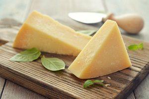 Как выбирать сыр в магазине и каков его срок хранения